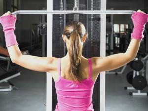 mulher de metabolismo acelerado treinando